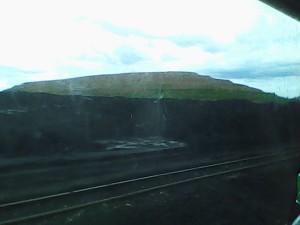 gundukan tanah bekas tambang batu bara